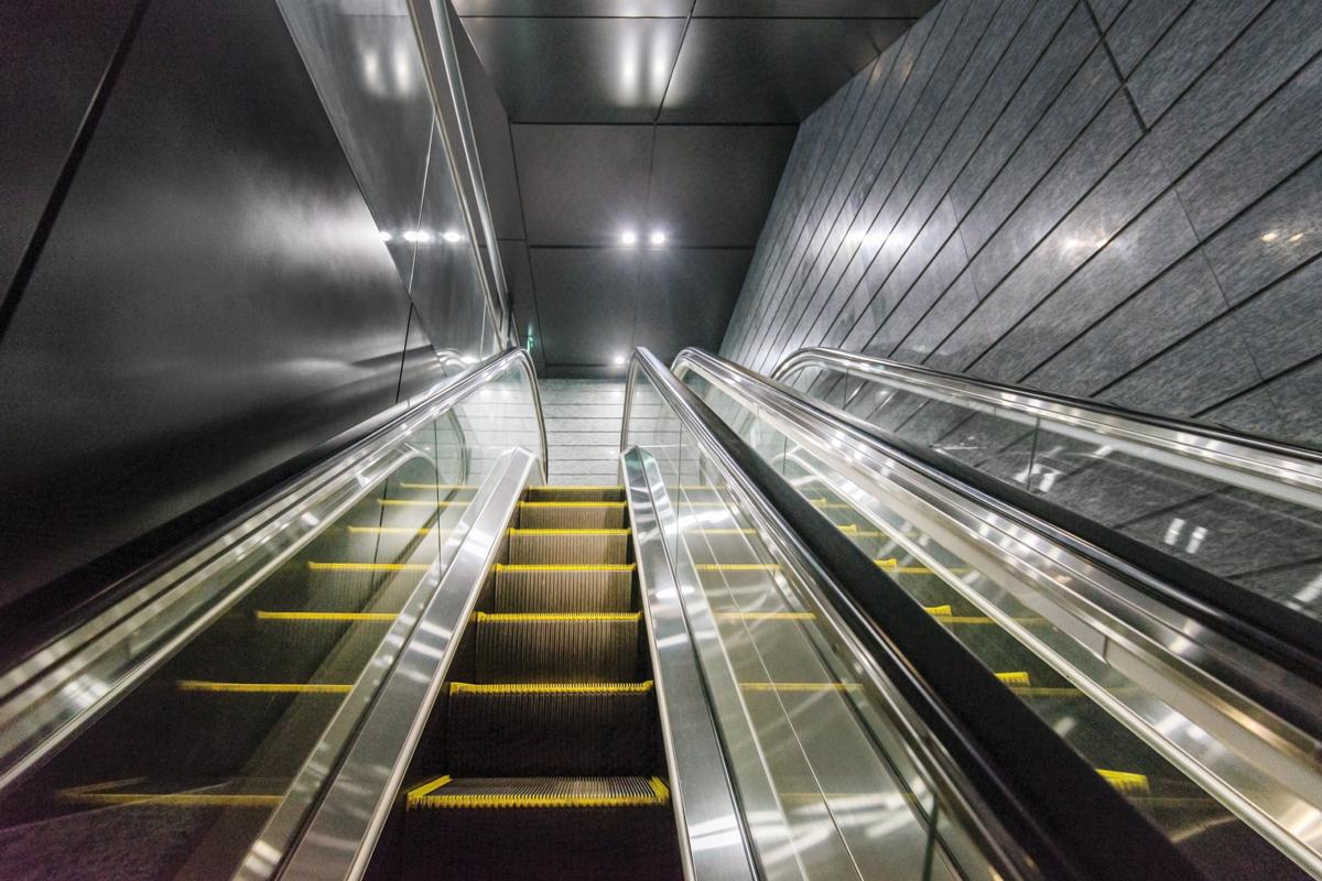Progettazione Scale Normativa : Scale e marciapiedi mobili elevatori magazine
